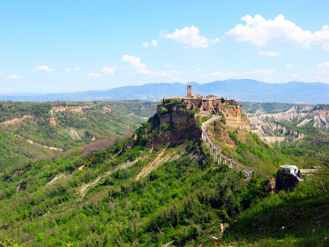 Civita di Bagnoregio piękny krajobraz