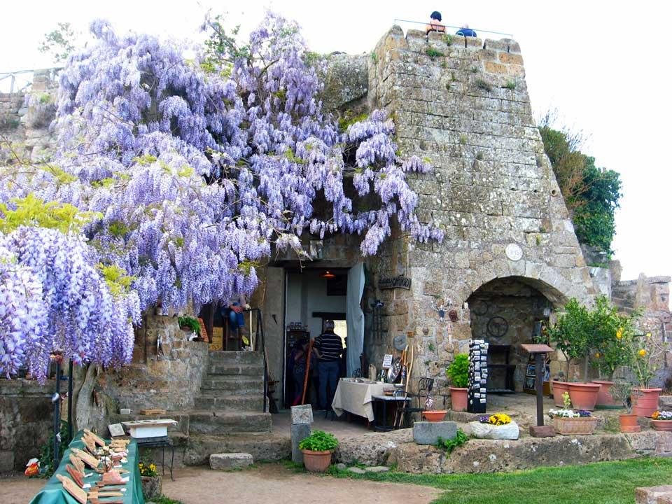 wieża Civita di Bagnoregio