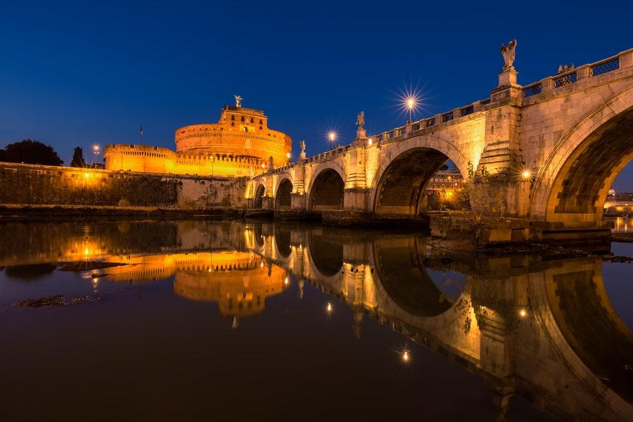 castel sant'angelo rzym nocą