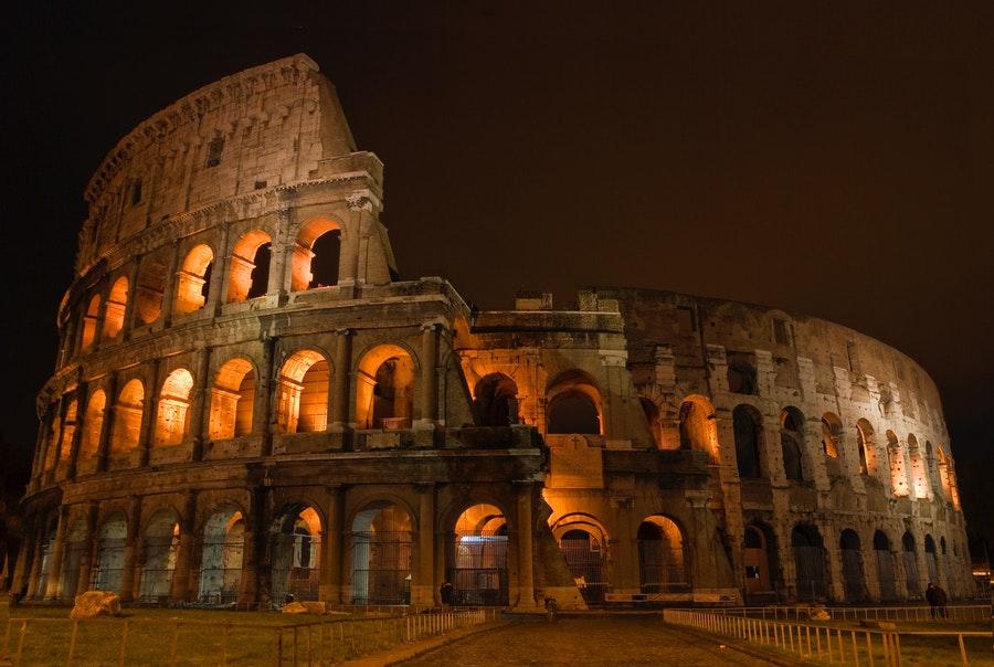 koloseum rzym nocą zwiedzanie