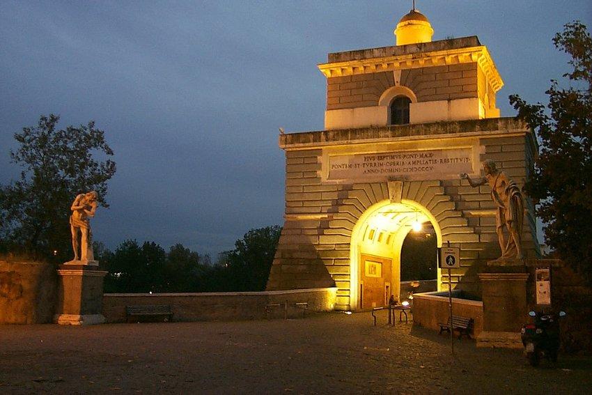 ponte milvio rzym nocą co warto zobaczyć
