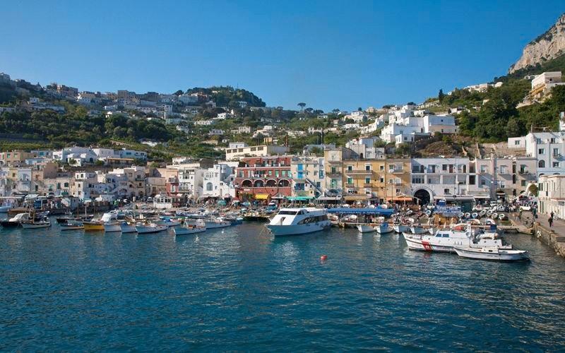 włoska wyspa z lazurową grotą capri